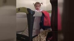 [영상] 생후 22개월 된 아기의 침대 탈출법