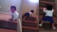 """""""계단은 이렇게 내려오는 거야""""...2살 아기의 시범"""