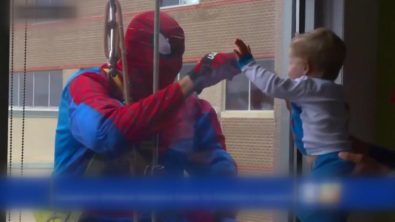 영화 속 '슈퍼 히어로'가 된 창문 청소부들