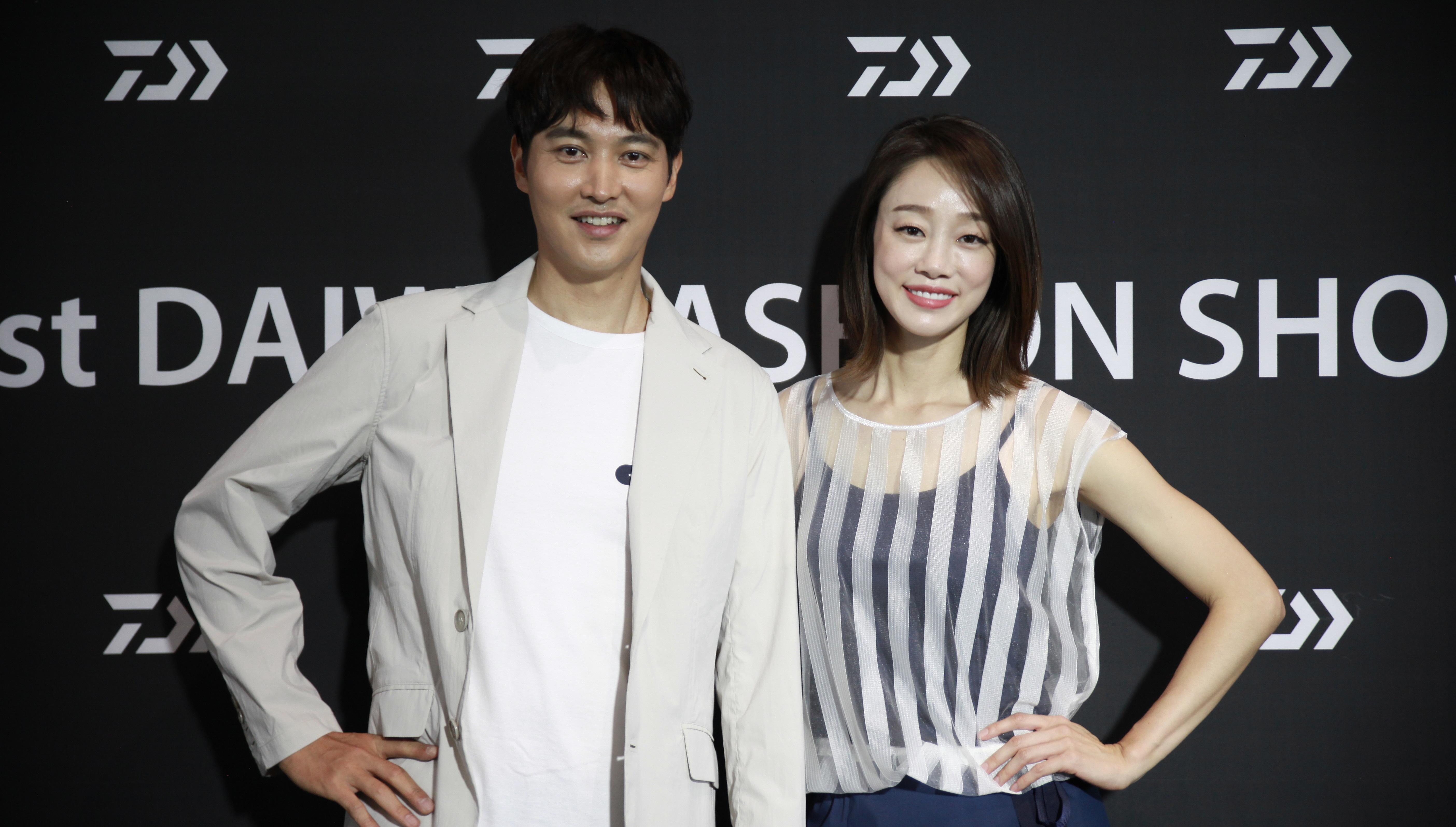 [현장포토] '제1회 다이와 패션쇼 2018' 메인 모델 최여진·송종호, 포토존서 기념촬영