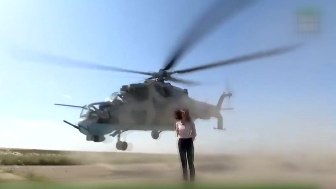 [지구촌생생영상] '아슬아슬' 스쳐가는 헬기에도 침착한 기자