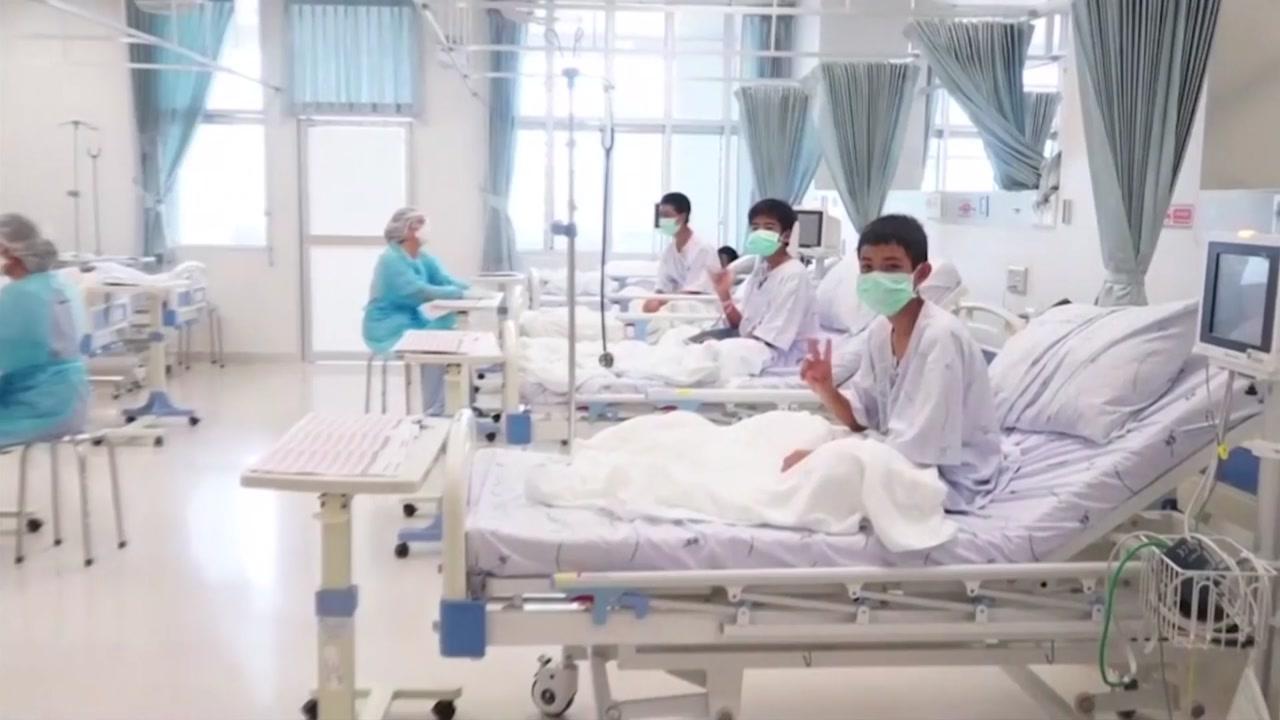 """'동굴 소년들' 구조 후 첫 공개...""""생존 의지의 승리"""""""