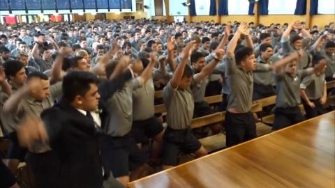선생님의 은퇴식…전통춤으로 배웅한 학생들