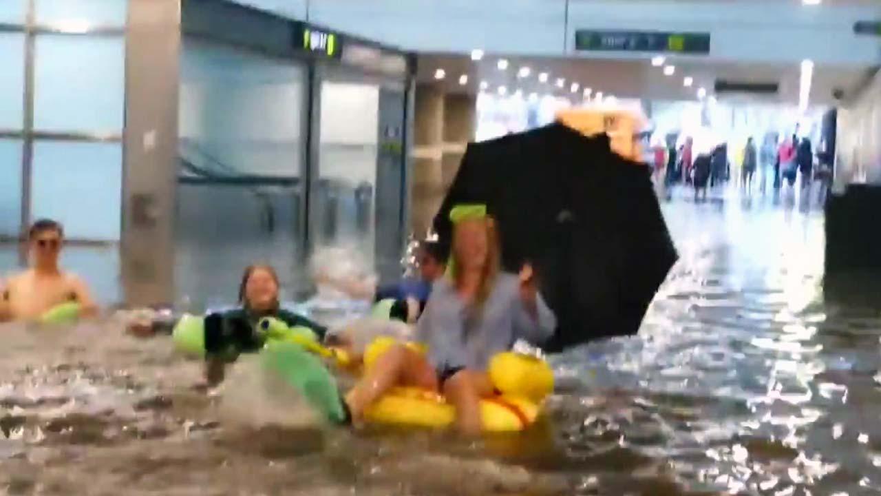 폭우로 물에 잠긴 지하철역...스웨덴 사람들의 반응은?
