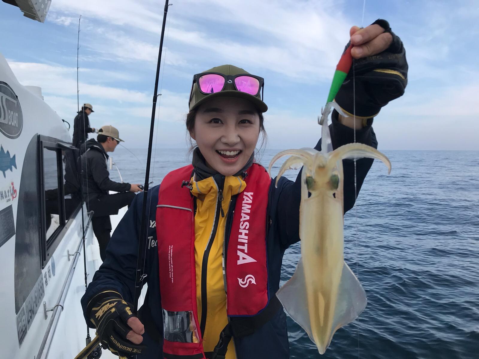 일본 후쿠오카 이키섬 한치 에깅낚시...낮낚시에도 마릿수 조과