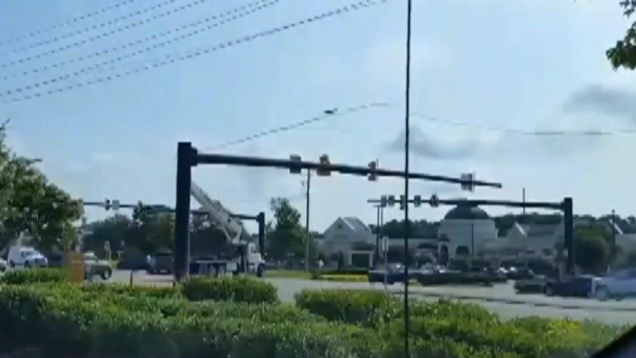 [영상] 전선 끊고, 신호등 부수고 '마음대로 운전 참사'