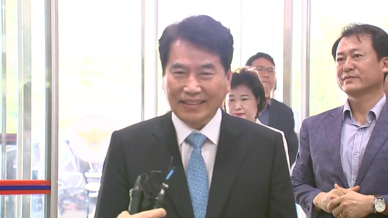 '선거법 위반' 백군기 용인시장 경찰 출석