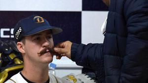팀동료도 신기해하는 웨버의 '콧수염'