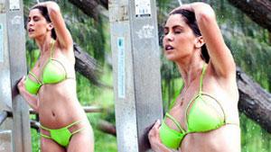 라리사 바톨로,'글래머 모델의 아찔한 야외 샤워'