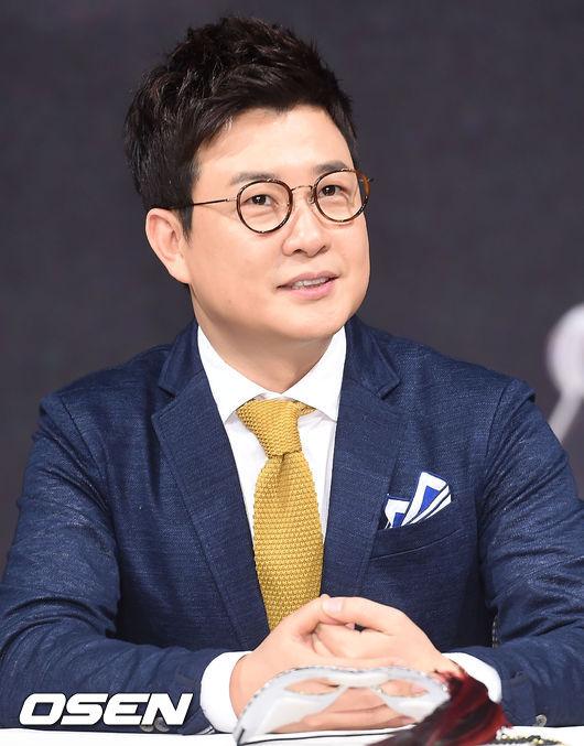 [방송]취재진 바라보는 김성주취재진 바라보는 김성주