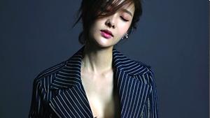 김유리, 고혹적인 섹시미 발산...아찔한 가슴골 노출
