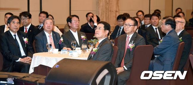한국프로스포츠협회 출범식을 위해 한자리에 모인 7개 단체 수장