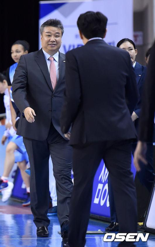 데뷔전 패배 임근배 감독,'위 감독, 한 수 잘 배웠네'