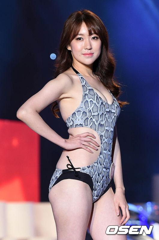 레이싱 모델 콘테스트,'육감적인 몸매'