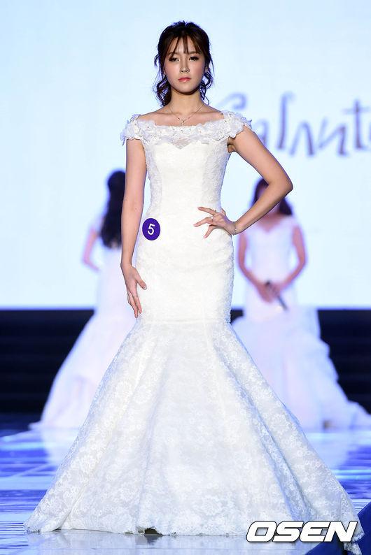 레이싱 모델 콘테스트,'드레스 입고 청순하게'