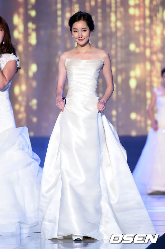 레이싱 모델 콘테스트,'드레스 심사'