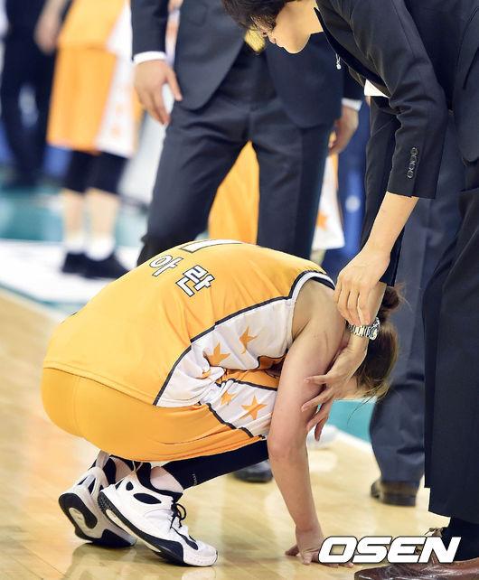 홍아란,'고통스러워'