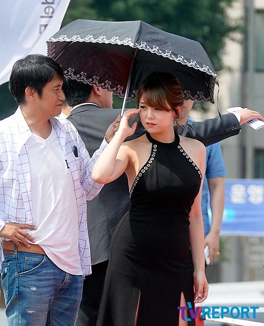 시노자키 아이 '날씨가 너무 더워요'