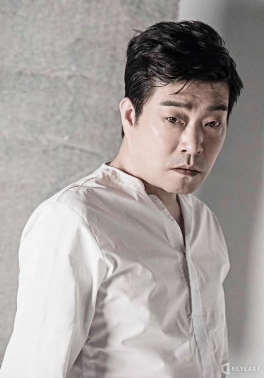 '연기장인' 손현주, 이제 '화보장인'이라 불러다오