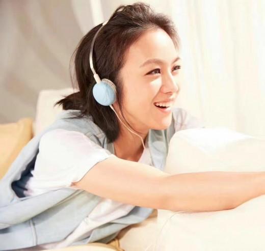 """""""청초한 37세"""" 탕웨이, 나이 무색한 아이 미소_이미지"""