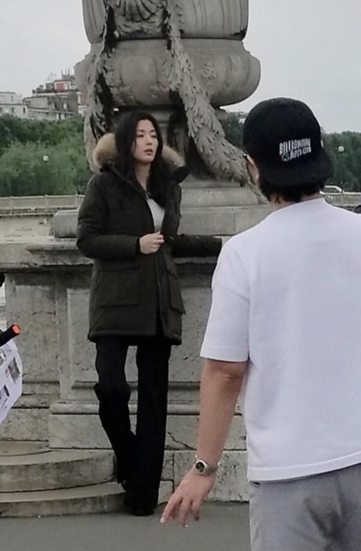 """""""엄마는 열일 中"""" 둘째 가진 전지현, 파리서 광고 촬영_이미지"""