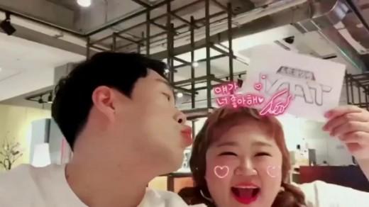 """""""핑크빛 뿜뿜"""" 김민기♥홍윤화, 최강 러블리 현실 커플"""