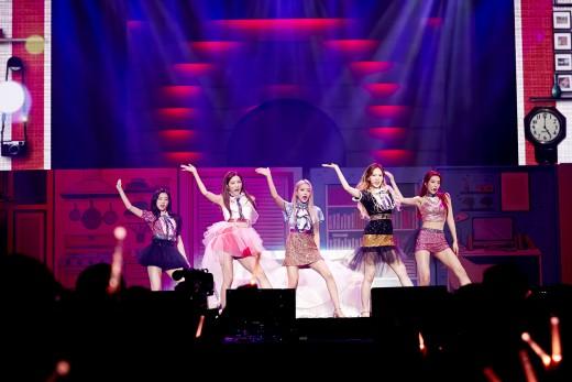 레드벨벳 콘서트, 시작부터 화려하고 뜨겁게
