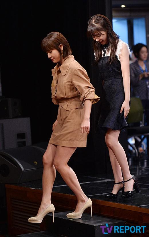 하지원-권민아 '계단은 조심조심'_이미지