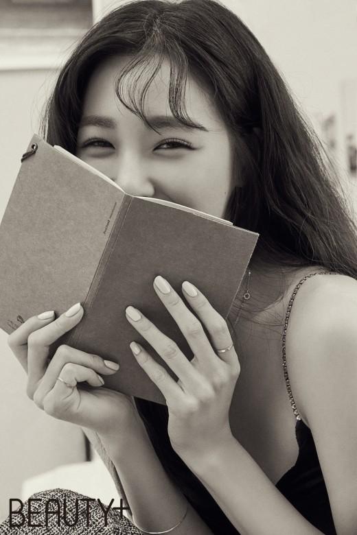 티파니의 미소에 반하고, 눈빛에 빠지고 _이미지3