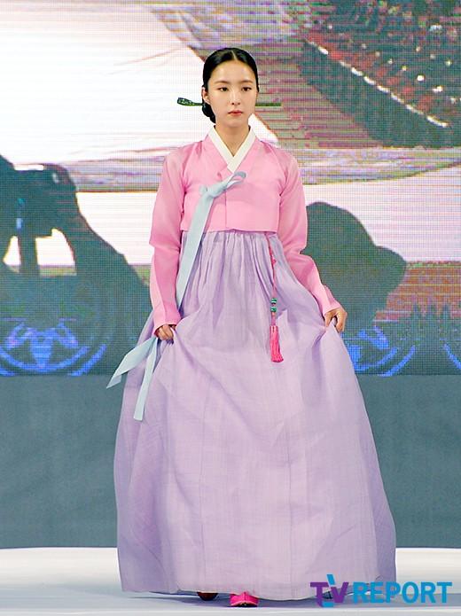 신세경 '화려한 핑크빛 한복'