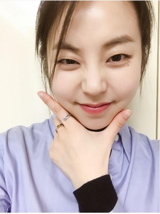 """""""어머나""""…안소희, 남심 저격하는 애교 셀카"""