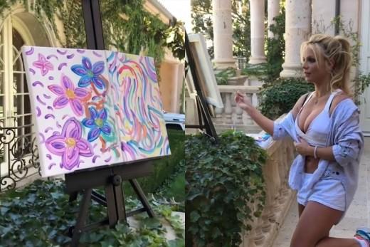 브리트니 스피어스가 그린 꽃 그림, 1천만 원에 팔려_이미지