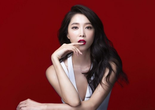 오윤아, 독보적인 섹시美...시선강탈 '레드립'