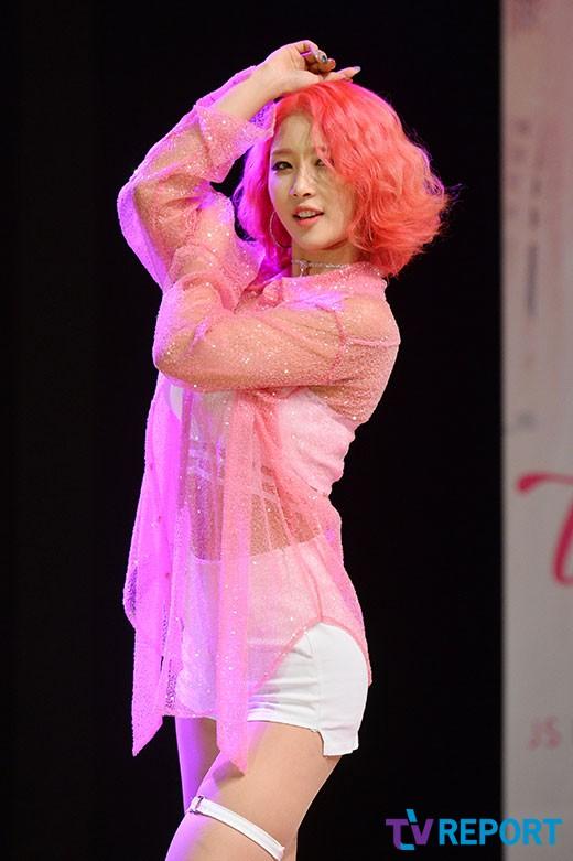 솜 '핑크 머리가 눈에 띄네'