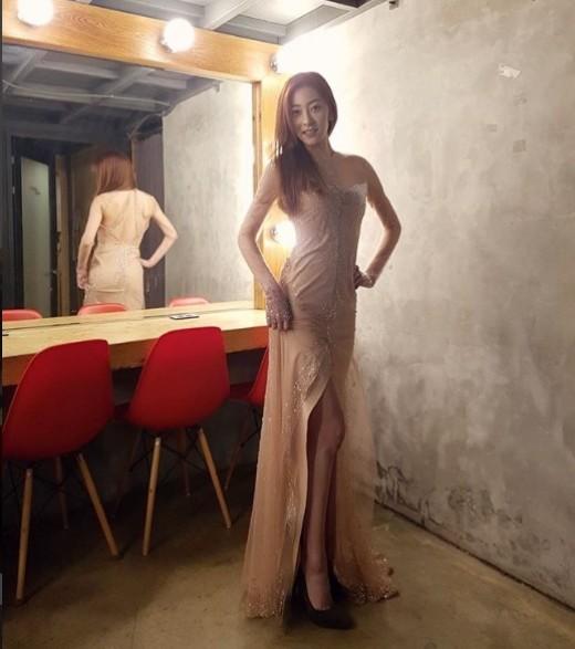 왕지원, 시상식 드레스 피팅 中 '여신의 귀환'