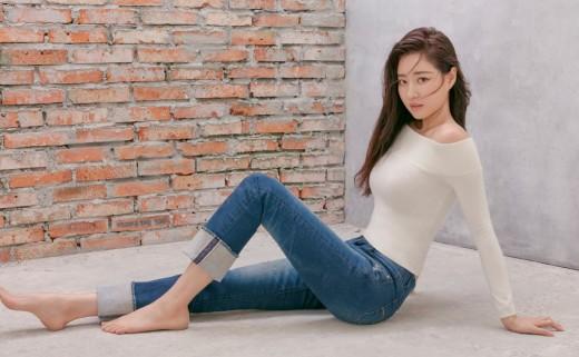 """""""♥의 여신"""" 김사랑, 식단 조절로 완성한 청바지 핏_이미지2"""