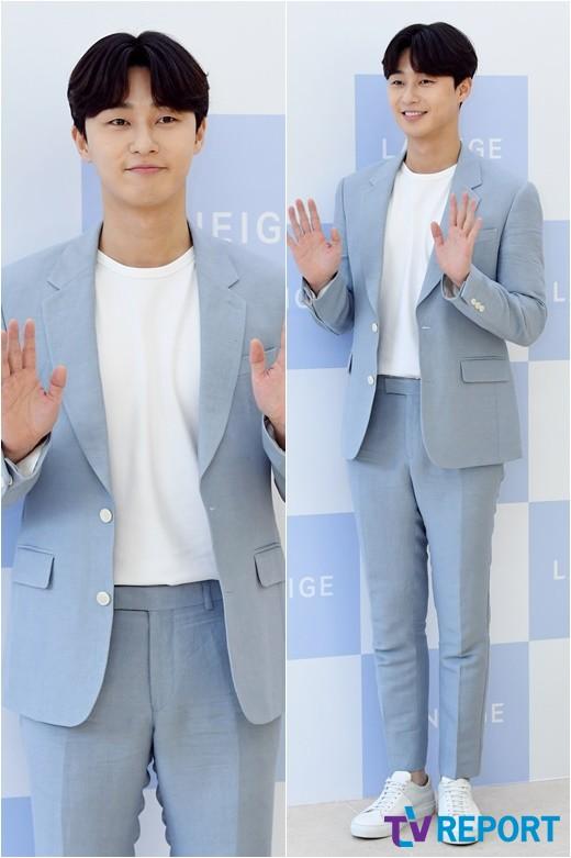 박서준 '봄 향기 물씬, 꽃피운 잘생김'