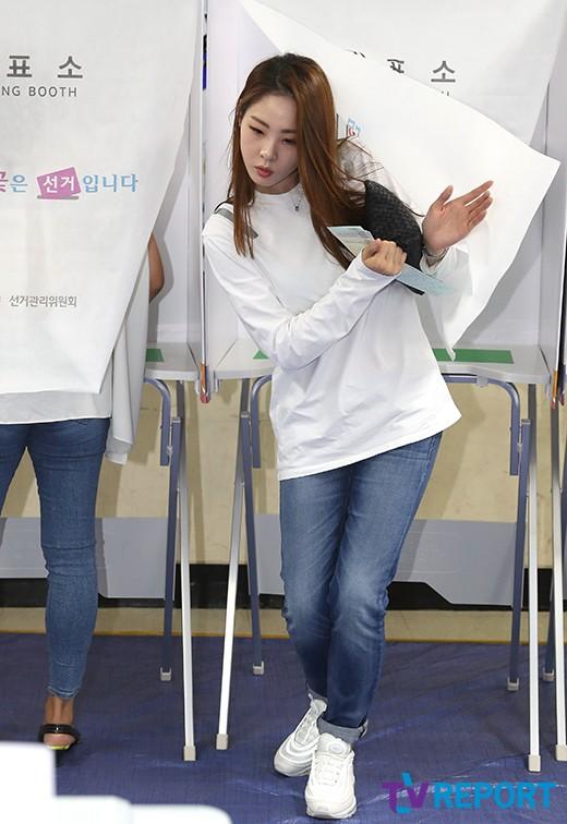 신수지 '투표 완료!'_이미지