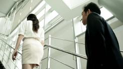계단 오를 때는 남성 먼저...이유는?