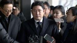 '백억 비자금' 효성 조현준 회장 검찰 출석