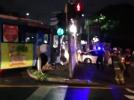 [사고현장]버스152번 미끄러져 안내기둥 ...