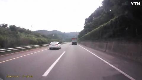 [순간포착] 고속도로 공사중 폐기물을 고...