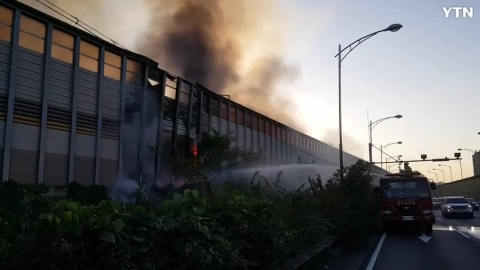 [사고현장] 영동고속도로 갓길 방음벽 화재