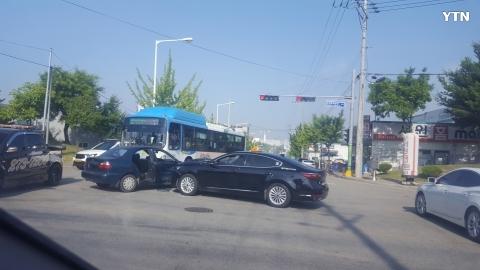 [사고현장] 흥덕경찰서앞 접촉사고