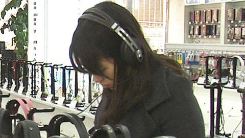 품질 제각각 밀폐형 헤드폰 '소음성 난청 주의'