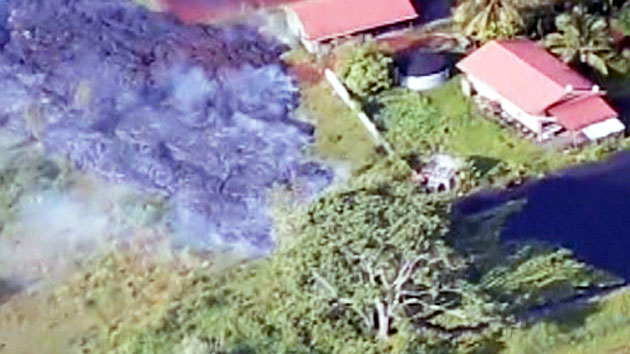 하와이 용암, 처음으로 민가 덮쳐