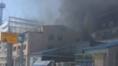[영상] 인천 서구 빌라 공사장 불…주민 대피 소동