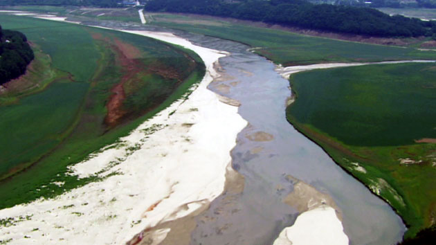 하늘에서 본 한강…'강물이 사라진다'
