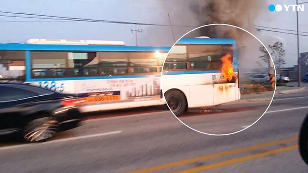 [영상] 타고 가던 버스에 불이? '이게 웬 날벼락'