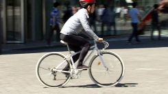 자전거 사고 쾅쾅!...'마의 교차로' 공개!